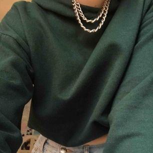 Mörkgrön hoodie från bikbok frakten ingår i priset  💚💚💚