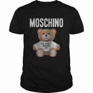 Moschino T Shirt i nyskick köpt hösten 2019 för 2200kr