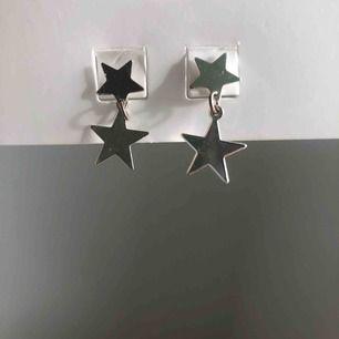 Stjärnörhängen från Brandy Melville. Örhängena är helt nickelfria och knappt använda. De kostade 150kr när jag köpte de i butik. 💕💕💕👌🏿👌🏿