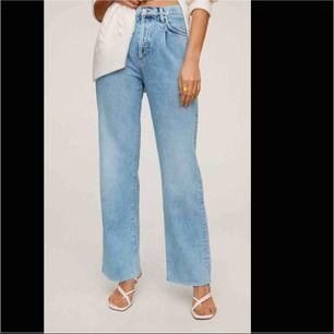 Säljer dessa trendiga byxorna från mango. Jätte balla och passar verkligen till allt!