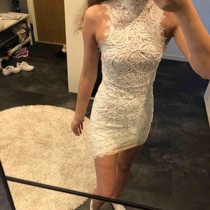 Så fin klänning från chiquelle. Endast använd 1 gång. Frakt tillkommer på 60kr🥰