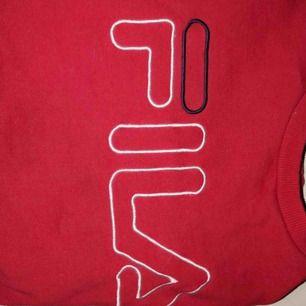 Super snygg fila tröja, använd Max 2gånget, alltså i nyskick!! Storlek xs/s passar båda. Pris kan diskuteras vid snabb affär 🥰