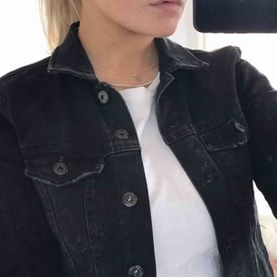 Gråsvart jeans jacka från bershka, bra skick, perfekt vår jacka