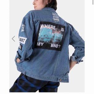 Säljer denna jackan från Alienmood.com Köpt för 900 Storlek S