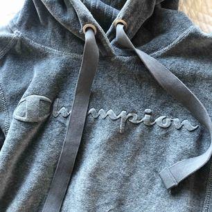 Som ny champion hoodie. Grå