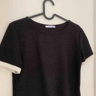 Superfin tröja ifrån zara med vita muddar! Använd fåtal gånger 🦋
