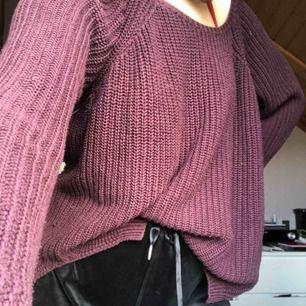 Superskön stickad tröja från Junkyard, lite längre i modellen. Viker man in den blir den superfin också! Frakt tillkommer