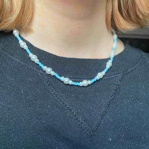 Jättegulligt halsband som är egengjort!✨ Frakt ingår i priset🥰