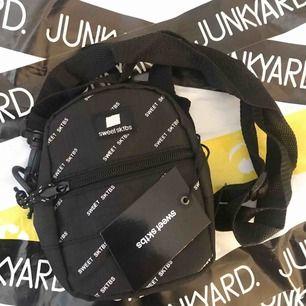 Helt ny väska från Sweet Sktbs. Köpt från Junkyard, säljer pga dyrt o skicka tillbaks.