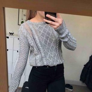 Stickad tröja, använd ca 2 gånger. Köpt i USA på en outlet. 🌪🌪🌪