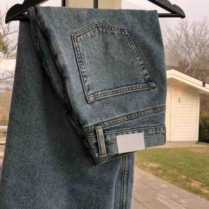 Säljer nu dessa nästan splitter nya jeans från our legacy, slutsålda nästan överallt i denna storleken Nypris 2400, mitt pris 1400