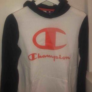 En champion hoodie i nyskick helt oanvänd. St: S