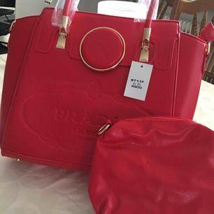Jätte fin röd prada handväska ej Äkta helt ny