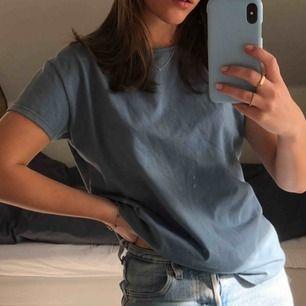 T-shirt i världens finaste färg! Nyskick! Frakt: 20kr 🥰