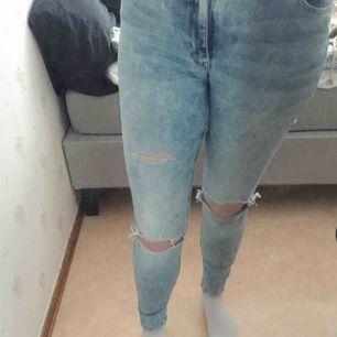 Super bekväma och stretchiga högmidjade jeans säljs då de ej kommer till användning längre frakt tillkommer🥰