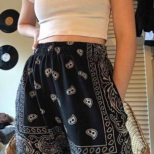 Coola byxor från Madlady💜 Inte säker på storleken men det är runt S och uppåt🥳