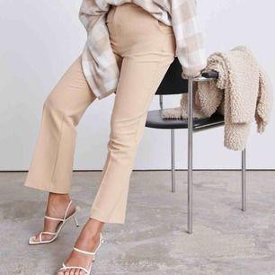 Kostymbyxor från Gina Tricot storlek S
