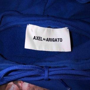 Hoodie från Axel Arigato i storlek M (mycket oversized på mig). Säljer för att den inte kommer till användning. Köparen står för frakt