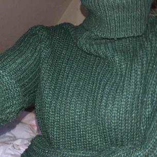 Rut&cirkle köpt på Nelly, mörkgrön fin färg. Pris kan diskuteras men köpare står för frakt