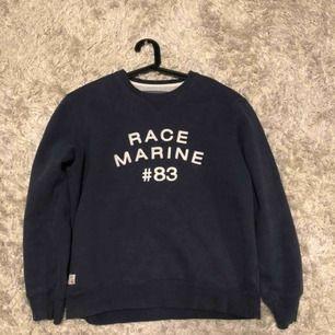 Race marine sweatshirt  Storlek large men passar medium Skick 8/10 inga flaws men lite använd