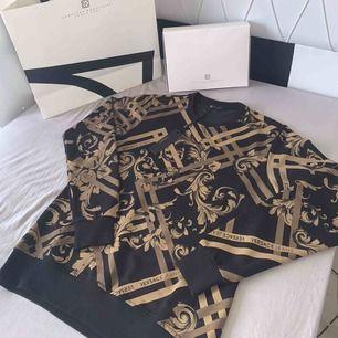 Jätte fin Versace tröja