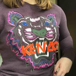 En lila kenzo tröja i storlek xs, knappt använd i bra skick och köpt för 1800kr. Endast frakt 💞