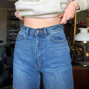 Väldigt sköna jeans från Boohoo tall. Jag är 175 och dom gör ner till fötterna. Frakten ingår i priset💕