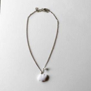 Silvrigt halsband med ett moln! 🤍🤍