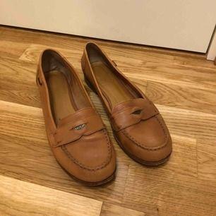 Loafers från Marc O'Polo •Storlek 39 •Äkta läder  •190 kr 🚫Djurfritt och rökfritt hem 📍Kan mötes upp i Mölnlycke 📬Kan skickas mot fraktkostnad(63 kr-skicka lätt)