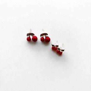 2 par örhängen med körsbär! Båda för 50kr!❤️