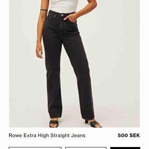 Säljer mina älskade jeans från weekday. Modellen på jeansen är row. Säljer dom pga har för många jeans💗. Köparen står för frakten annars kan jag mötas i norrtälje 💗💗
