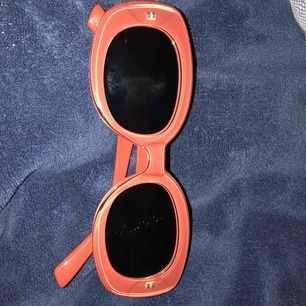 Elsa Hosk liknande solglasögon! Från Bikbok, frakten ingår i priset💕