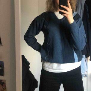 Blå stickad tröja med mönster   Skriv till mig om du är intresserad! 💗💗