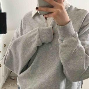 Säljer ännu en sån här jääättefin tjocktröja från weekday! Super snygg sweatshirt som passar till allt, knappt använd, super mysig:) köpt på mans avdelningen