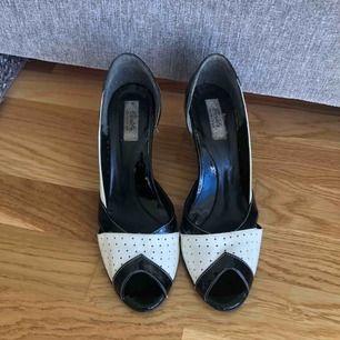 Mycket bekväma högklackade skor •Äkta läder •Supersnygga  •Storlek 40 190 kr 🚫Djurfritt och rökfritt hem 📍Kan mötes upp i Mölnlycke eller 📬Kan skickas mot fraktkostnad(63 kr-skicka lätt)