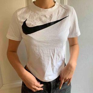 Jättefin t-shirt från Nike! Typ helt oanvänd :) Frakt ingår i priset!