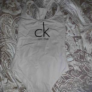 Baddräkt från Calvin Klein storlek S. Använd max 2 gånger och självklart äkta! 150kr plus frakt 🌸