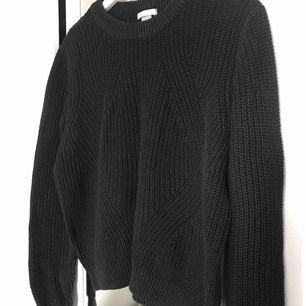 Märkt storlek L men jag på sista bilden har alltid S i tröjor :)  Möts i Sthlm, annars betalar köparen frakt. Tar endast swish :)