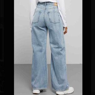 Jeans från Weekday i modellen Ace och storlek 25/32! I fint skick! Kan frakta eller mötas i Sthlm💕