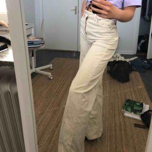 Manchester jeans i modellen Ace från Weekday 💚 Storlek 34, köpta för 500 säljes för 300! 💘 bud