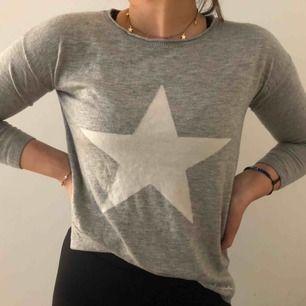 Superfin bekväm tröja med stjärntryck från bondelid😇😇
