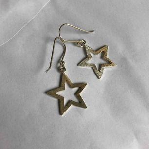 Silver örhängen med stjärnor !! FRAKT : 11kr