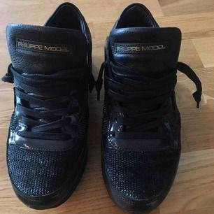 Philippe model skor i storlek 36. Nypris: ca. 2.700kr. Använda 5-10 gånger Max. Säljer pga. att dem är lite för små.  Köparen står för frakten. Tar swish