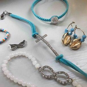 Diverse smycken. Säljs för 10 styck:) Kolla gärna mina andra annonser med smycken<3