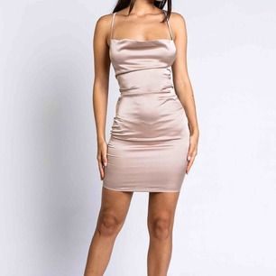 Säljer denna klänning pågrund av att den var för liten för mig. Ordinarie pris är 329kr men säljer den för 200kr. Den är helt oanvänd och prislappen är fortfarande kvar, frakten är inte inkluderad!