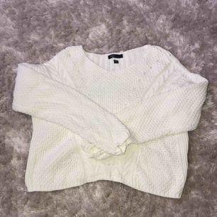 Cute stickad tröja i kortare modell! Perfekt nu till våren💜