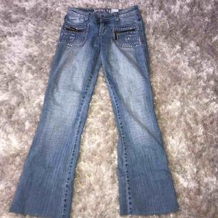 Riktigt coola jeans från 2000🔥 passar petite tjejer