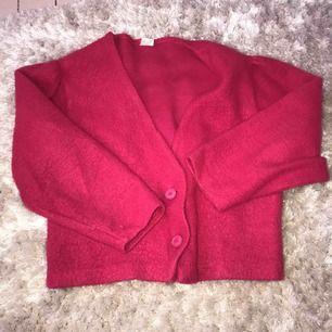 Cardigan i fin rosa färg köpt på secondhand!