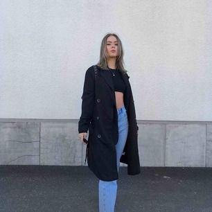 Trench coat från NAKD. Använd 1 gång. Superfin men säljer pga att jag har för mycket jackor 🥰 GRATIS FRAKT