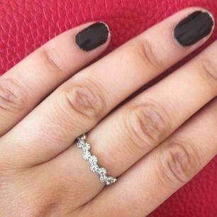 Fin ring från Bianca ingrossos kollektion med guldfynd. Ring i äkta silver. Används ej då jag inte tål silver.